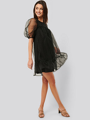 NA-KD Boho Dobby Organza Mini Dress svart