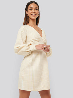 Misslisibell x NA-KD Dogtooth Minidress beige