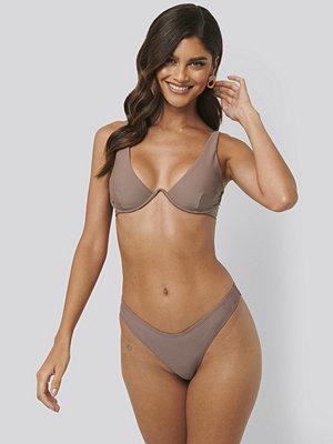 NA-KD Swimwear V-Formad Bikiniunderdel brun