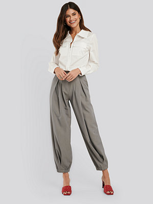 NA-KD Classic Cocoon Elastic Suit Pants grå byxor