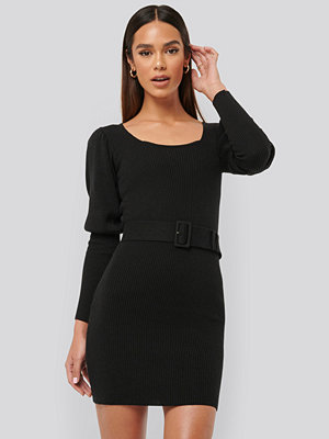 Misslisibell x NA-KD Puff Sleeve Knitted Dress svart
