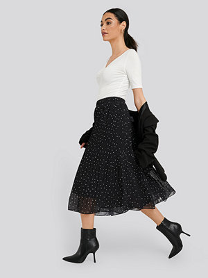 NA-KD Pleated Dotted Skirt svart