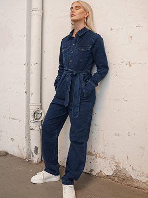 Jumpsuits & playsuits - Snøløs x NA-KD Front Pocket Denim Jumpsuit blå