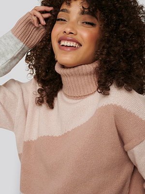 NA-KD Trend Split Colour Chunky Polo Sweater rosa