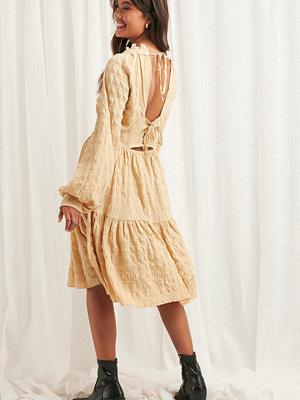 NA-KD Boho Structured Open Back Dress beige