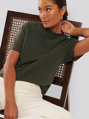 Trendyol Neck Basic Knitted T-shirt grön