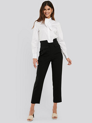 NA-KD Classic svarta byxor High Waist Detailed Pants svart
