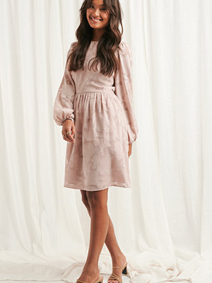 NA-KD Boho Flowy Flower Applique Dress rosa