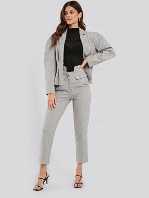 NA-KD Classic ljusgrå byxor High Waist Detailed Pants grå