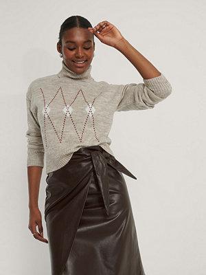 Misslisibell x NA-KD Argyle Knitted Sweater beige