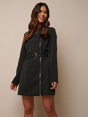 Donnaromina x NA-KD Pinstriped Zip Detail Blazer Dress multicolor