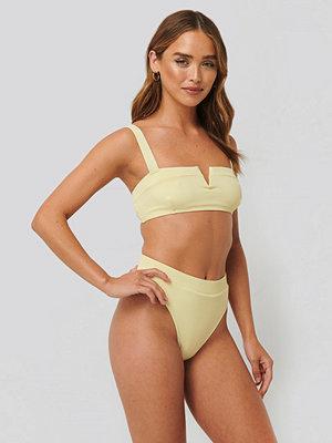 NA-KD Swimwear Baddräkt Med Hög Benskärning gul