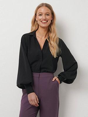 Kristin Rödin x NA-KD Balloon Sleeve Shirt svart