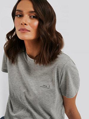 NA-KD Basic T-Shirt Med Tryck grå