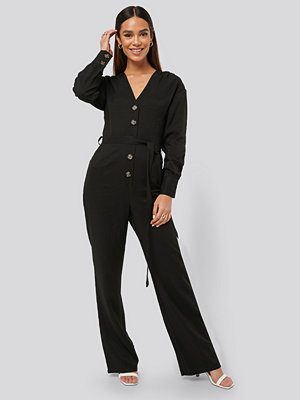 Jumpsuits & playsuits - Misslisibell x NA-KD Wrinkle Shoulder Jumpsuit svart