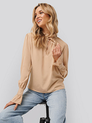 NA-KD Boho High Neck Frill Blouse beige