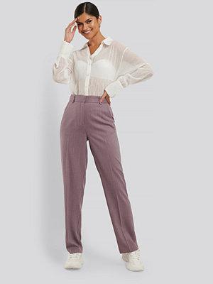 NA-KD Classic Kostymbyxor lila omönstrade