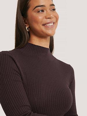 NA-KD Trend Ribbed Polo Neck Sweater lila