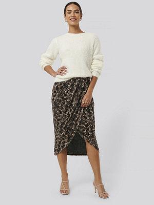 NA-KD Trend Printed Overlap Mesh Skirt brun