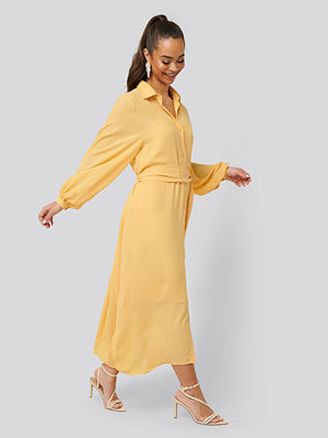 NA-KD Classic Maxi Belted Dress gul