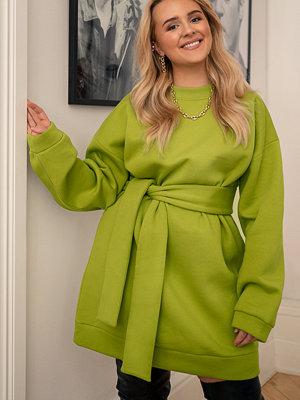 Hanna-Martine x NA-KD Oversized Waist Belt Sweater grön