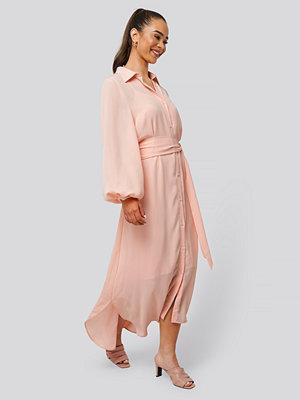 NA-KD Classic Maxi Belted Dress rosa