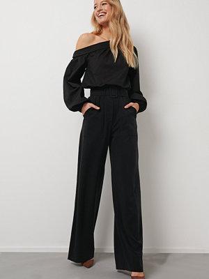 Kristin Rödin x NA-KD svarta byxor Wide Leg Suit Pants svart