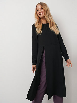 Kristin Rödin x NA-KD High Slit Midi Dress svart