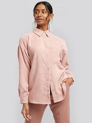 NA-KD Oversized Corduroy Shirt rosa