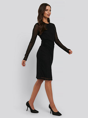 NA-KD Trend Gathered Waist Mesh Dress svart