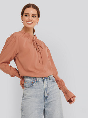 NA-KD Boho High Neck Frill Blouse rosa
