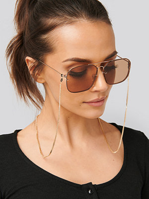 NA-KD Accessories Strass Sunglass Chain guld