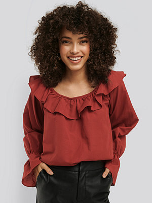 NA-KD Boho Frilled Wide Neck Blouse röd