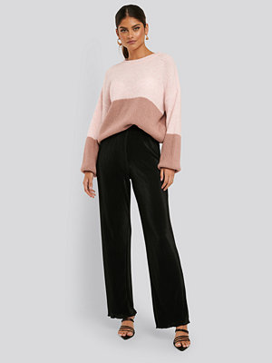 NA-KD Trend svarta byxor Mini Pleated Babylock Pants svart