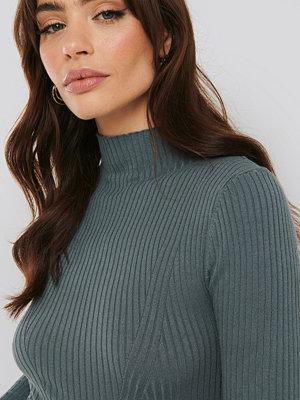 Tröjor - NA-KD Trend Ribbed Polo Neck Sweater blå