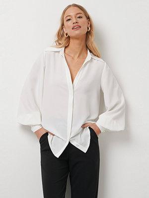 Kristin Rödin x NA-KD Balloon Sleeve Shirt vit