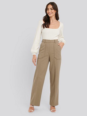NA-KD Trend omönstrade byxor Quilted Pocket Suit Pants beige