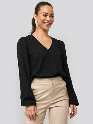 NA-KD Boho Structured V-Neck Blouse svart