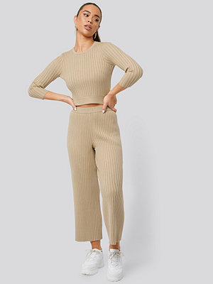 NA-KD omönstrade byxor Ribbed Knitted Culottes beige