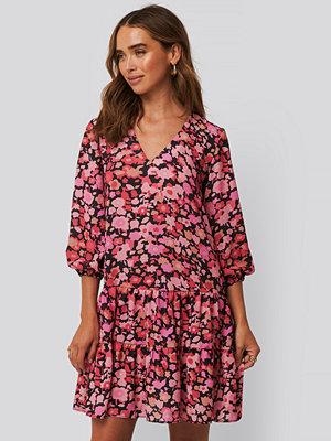 Trendyol Blommig Miniklänning rosa