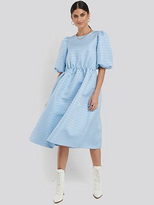 NA-KD Boho Structured Puff Dress blå