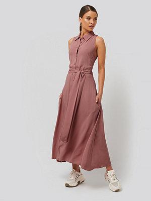 NA-KD Trend Ärmlös Klänning rosa