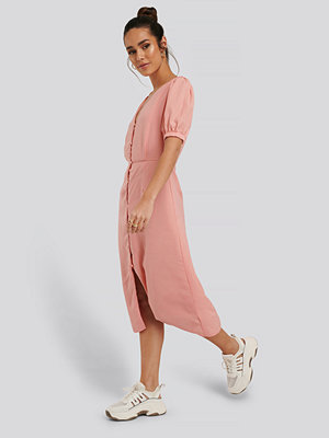 Glamorous Klänning Med Knappdetaljer rosa