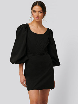 Glamorous Långärmad Miniklänning Med Korsettdetalj svart