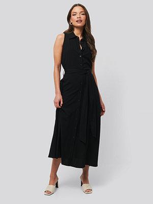 NA-KD Trend Ärmlös Klänning svart