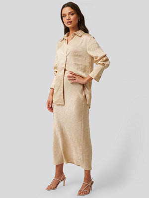 NA-KD Classic Satin Wrinkle Skirt beige