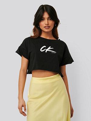 Calvin Klein Croppad T-Shirt svart
