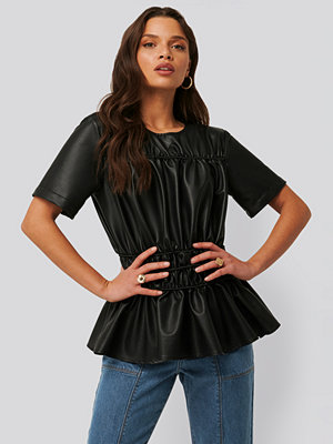 NA-KD Trend Shirred PU Top svart