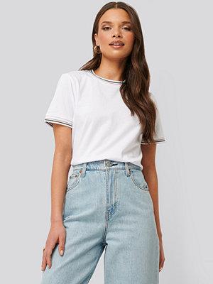 NA-KD T-Shirt Med Fålldetalj vit
