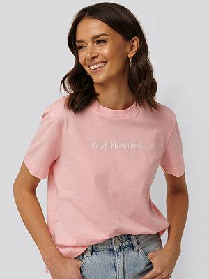 Calvin Klein Shrunken Institutional Logo Tee rosa